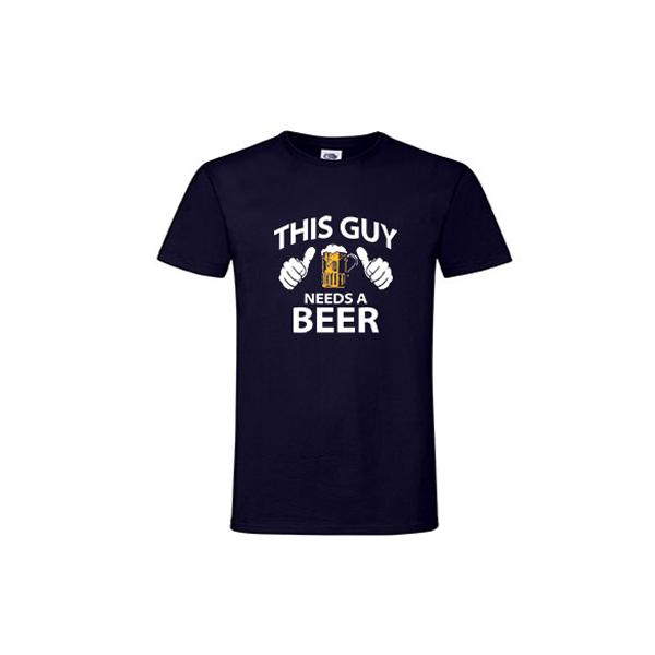 Muška majica This guy needs beer
